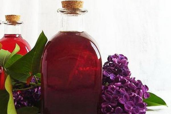 How to make homemade lilac syrup